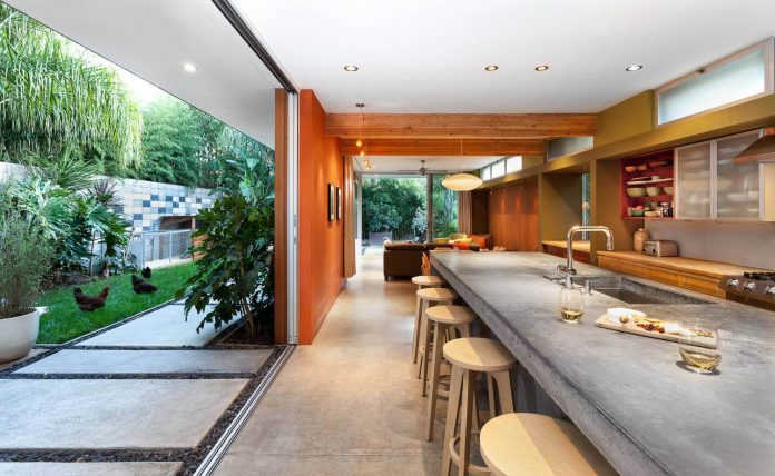 sacramento-modern-home-oasis-city-inner-focussed-courtyard-garden-home-designed-serrao-architecture-design-04