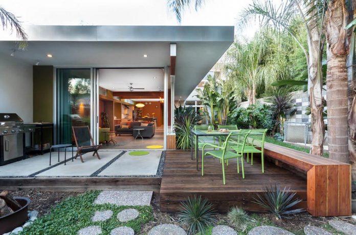 sacramento-modern-home-oasis-city-inner-focussed-courtyard-garden-home-designed-serrao-architecture-design-05