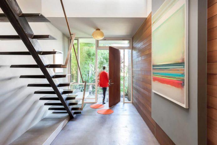 sacramento-modern-home-oasis-city-inner-focussed-courtyard-garden-home-designed-serrao-architecture-design-09