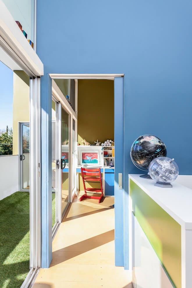 sacramento-modern-home-oasis-city-inner-focussed-courtyard-garden-home-designed-serrao-architecture-design-18