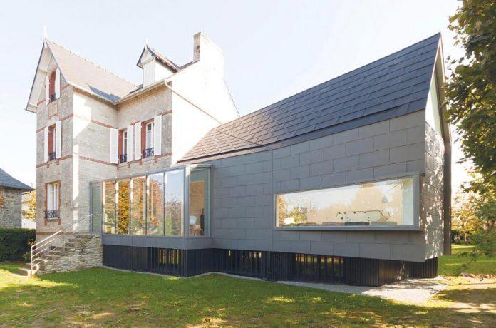 saint-cast-house-located-saint-cast-le-guildo-france-designed-feld-architecture-01