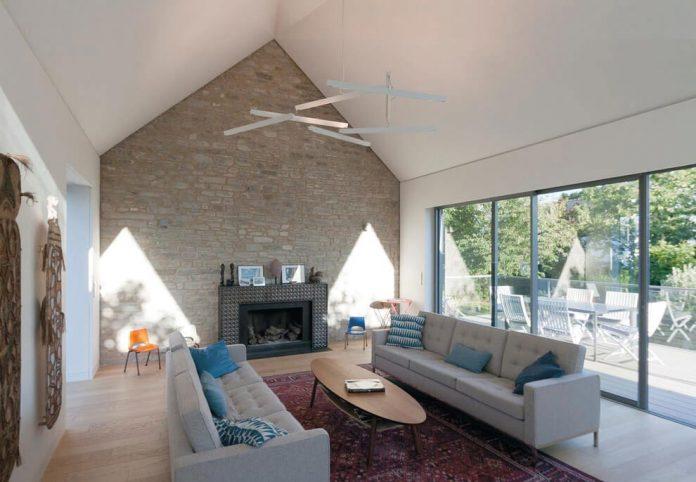 saint-cast-house-located-saint-cast-le-guildo-france-designed-feld-architecture-07