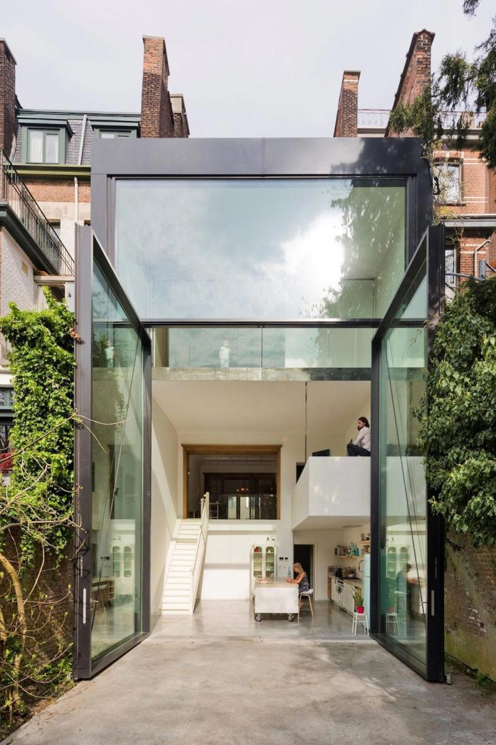 sculpit-design-town-house-antwerp-worlds-largest-pivoting-window-02