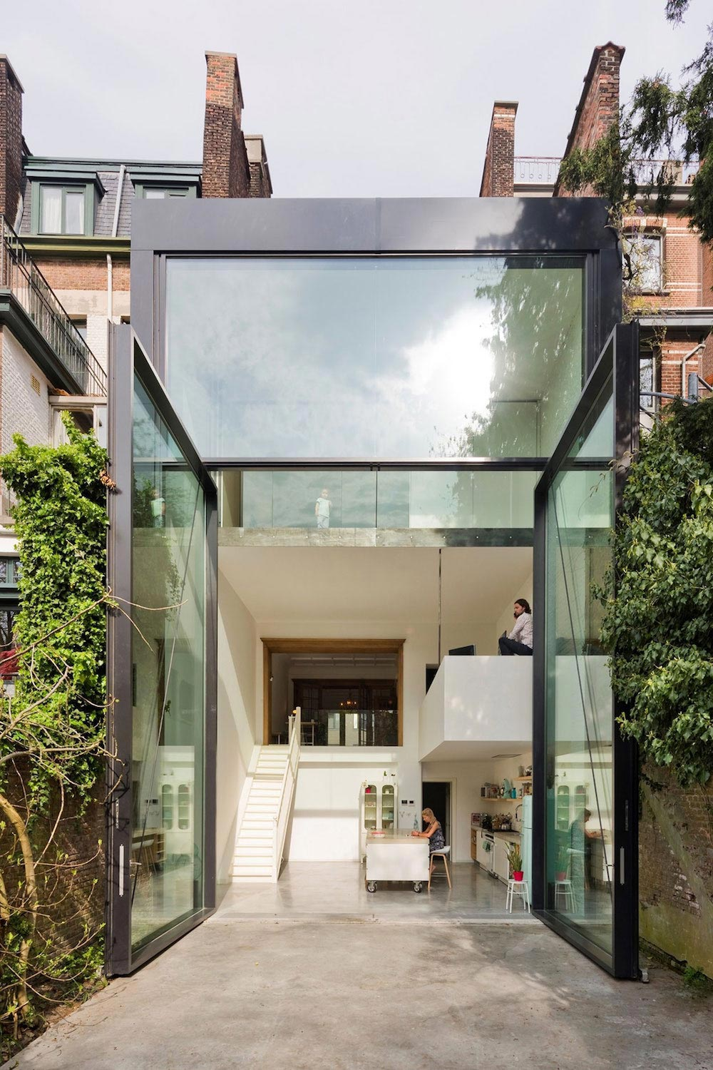 Sculp[IT] design a Town House in Antwerp with the world's largest pivoting window