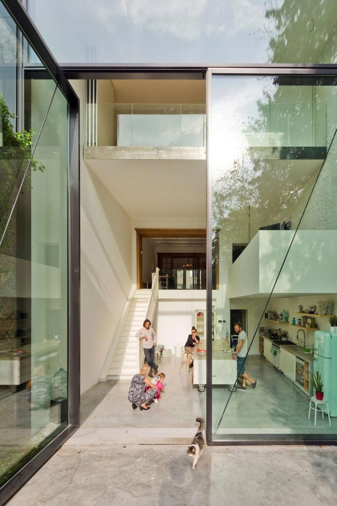 sculpit-design-town-house-antwerp-worlds-largest-pivoting-window-03