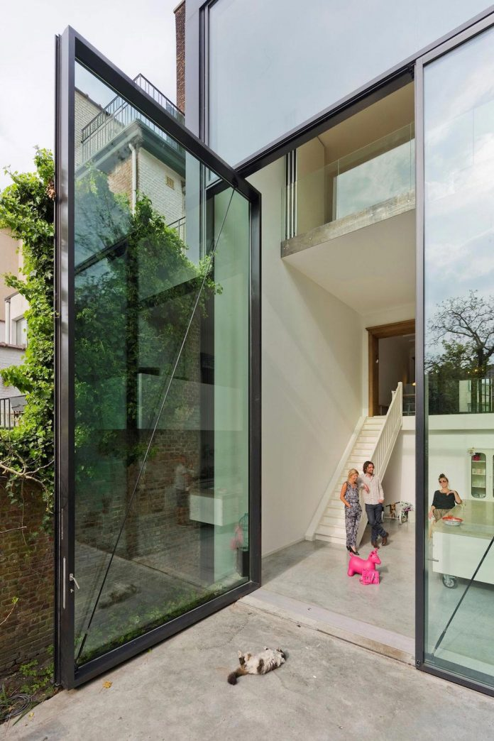 sculpit-design-town-house-antwerp-worlds-largest-pivoting-window-04