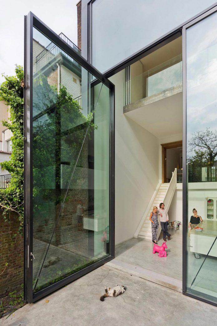 sculpit-design-town-house-antwerp-worlds-largest-pivoting-window-04