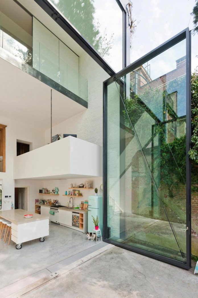 sculpit-design-town-house-antwerp-worlds-largest-pivoting-window-05