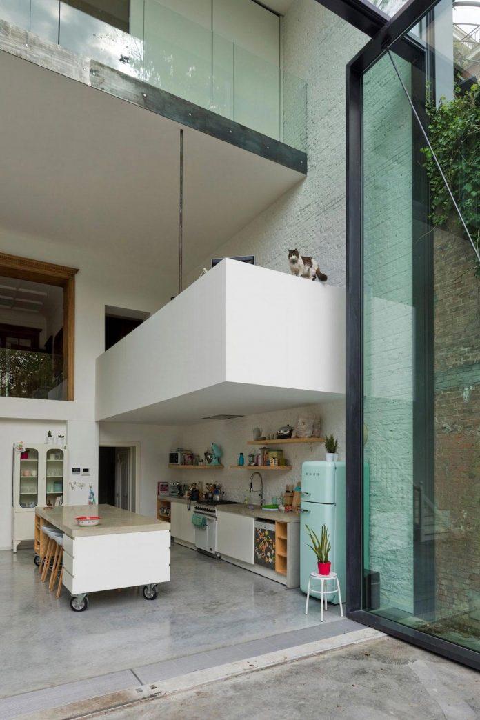 sculpit-design-town-house-antwerp-worlds-largest-pivoting-window-07