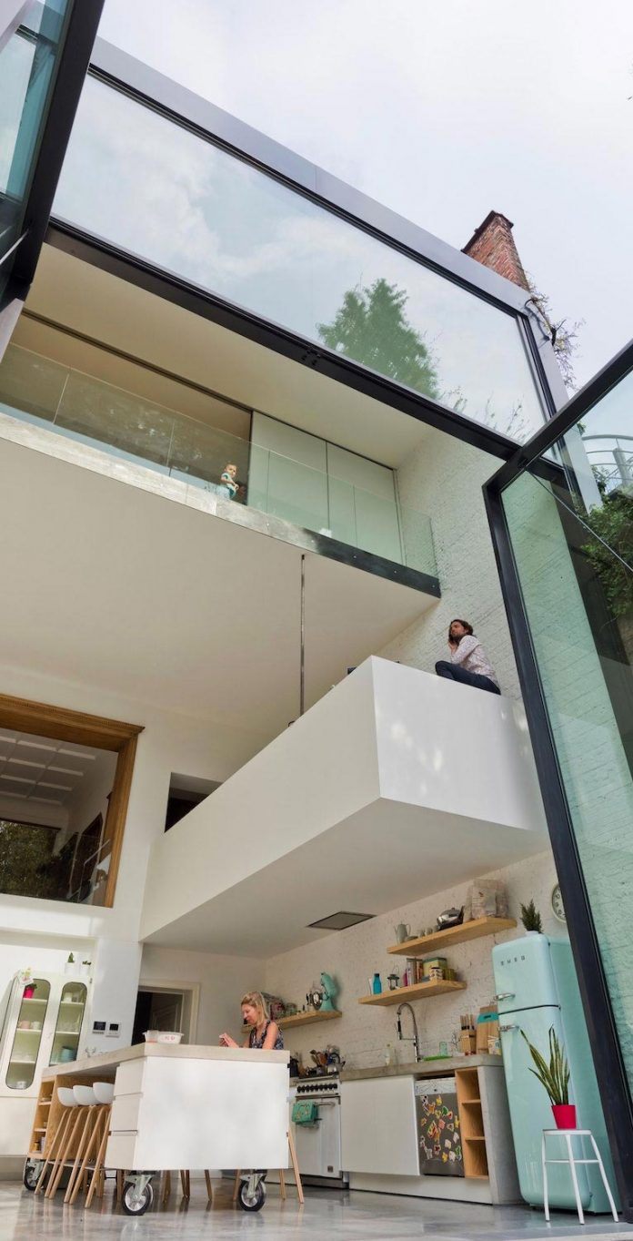 sculpit-design-town-house-antwerp-worlds-largest-pivoting-window-09