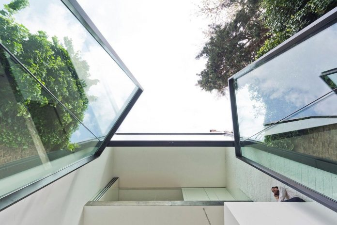 sculpit-design-town-house-antwerp-worlds-largest-pivoting-window-10