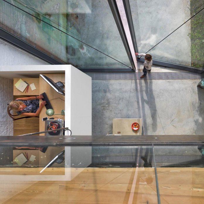 sculpit-design-town-house-antwerp-worlds-largest-pivoting-window-11