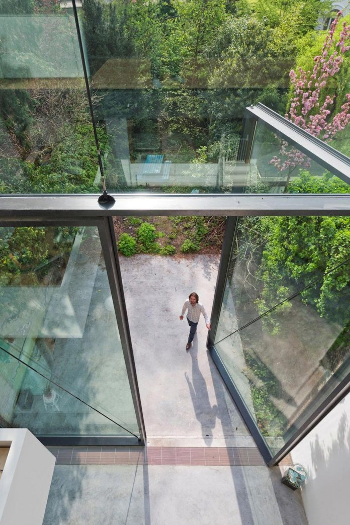 sculpit-design-town-house-antwerp-worlds-largest-pivoting-window-12