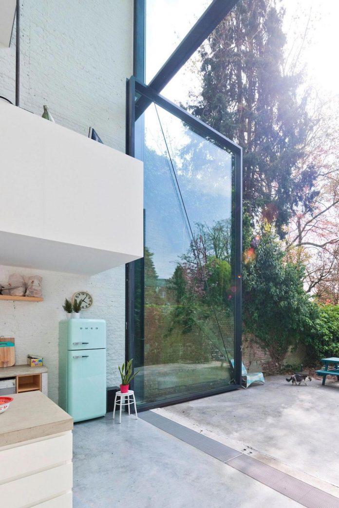 sculpit-design-town-house-antwerp-worlds-largest-pivoting-window-14