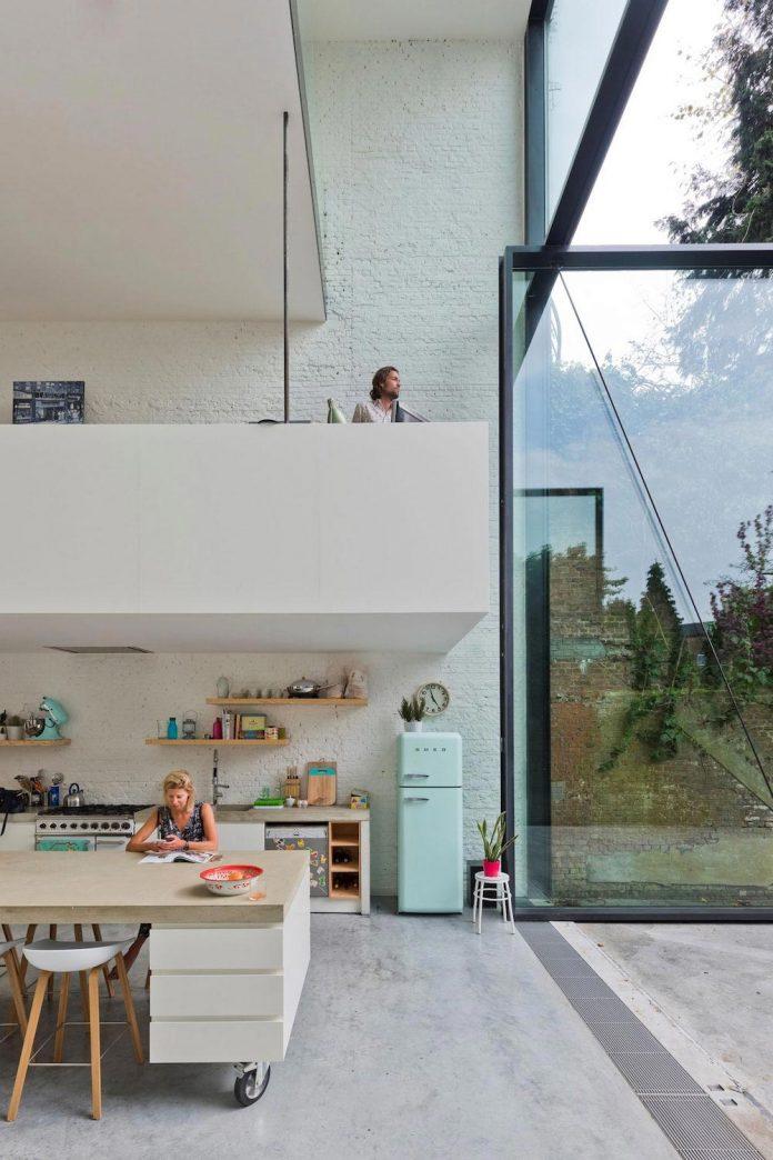 sculpit-design-town-house-antwerp-worlds-largest-pivoting-window-15