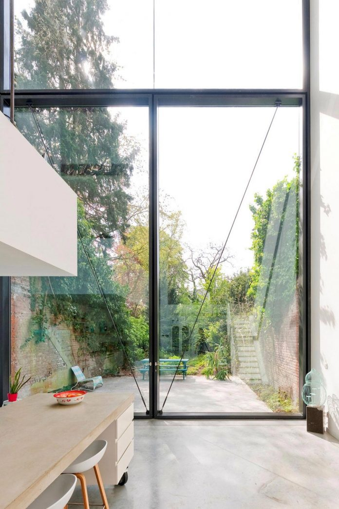 sculpit-design-town-house-antwerp-worlds-largest-pivoting-window-17