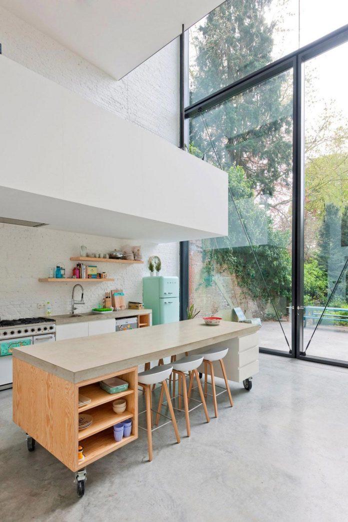 sculpit-design-town-house-antwerp-worlds-largest-pivoting-window-18