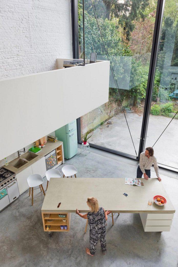sculpit-design-town-house-antwerp-worlds-largest-pivoting-window-20