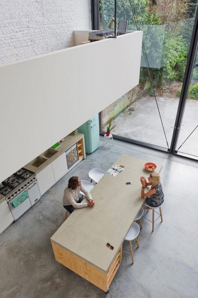sculpit-design-town-house-antwerp-worlds-largest-pivoting-window-21