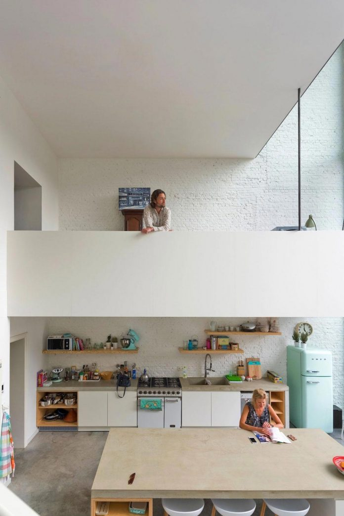 sculpit-design-town-house-antwerp-worlds-largest-pivoting-window-23