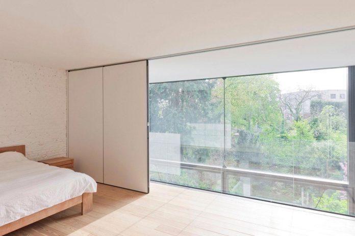 sculpit-design-town-house-antwerp-worlds-largest-pivoting-window-25