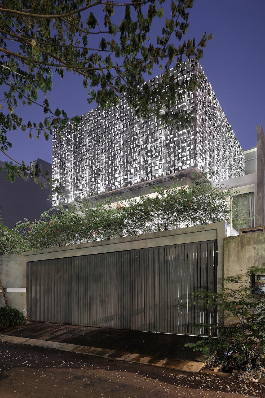 S+H House 2 in Jakarta by STUDIOKAS