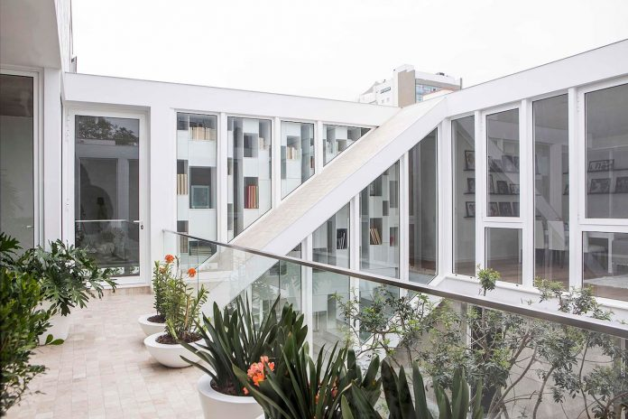 three-levels-band-house-san-isidro-lima-designed-cynthia-seinfield-06