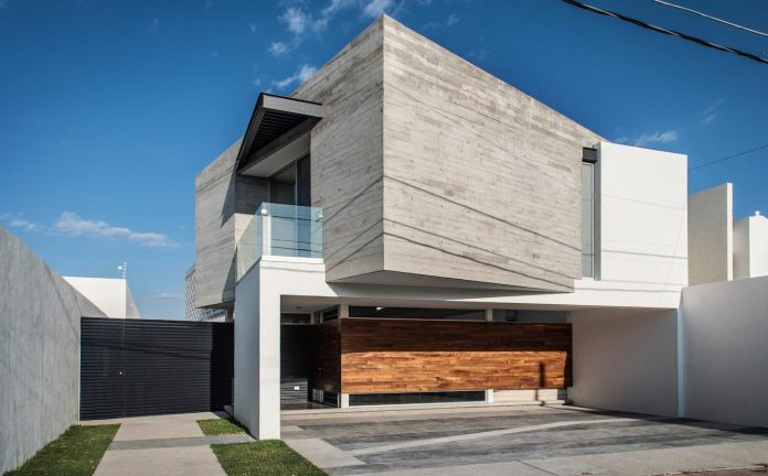 trojes-h-shaped-house-located-aguascalientes-mexico-designed-arkylab-02