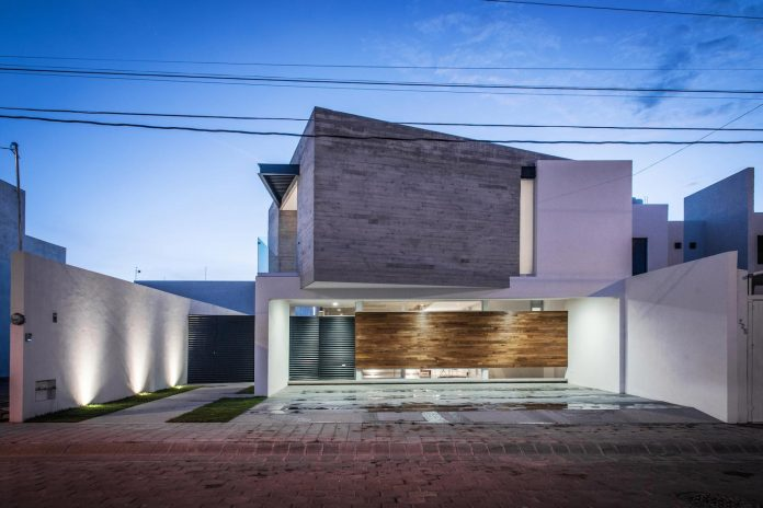 trojes-h-shaped-house-located-aguascalientes-mexico-designed-arkylab-21