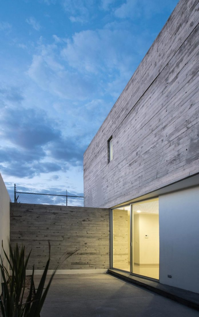 trojes-h-shaped-house-located-aguascalientes-mexico-designed-arkylab-22