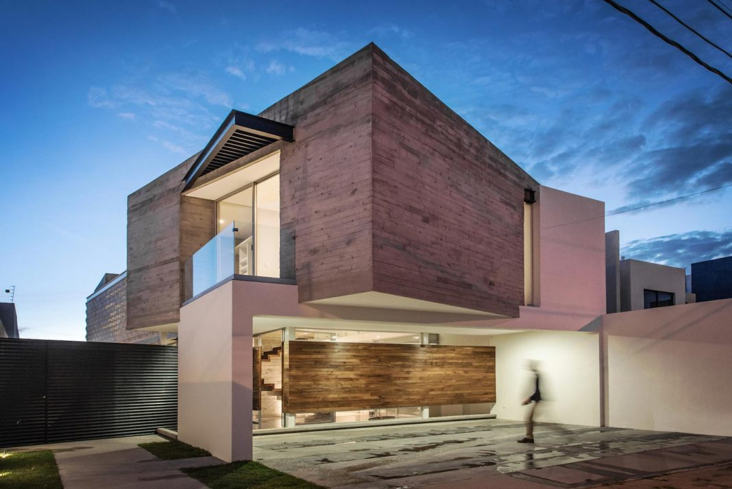 Trojes H Shaped House located in Aguascalientes, Mexico designed by Arkylab