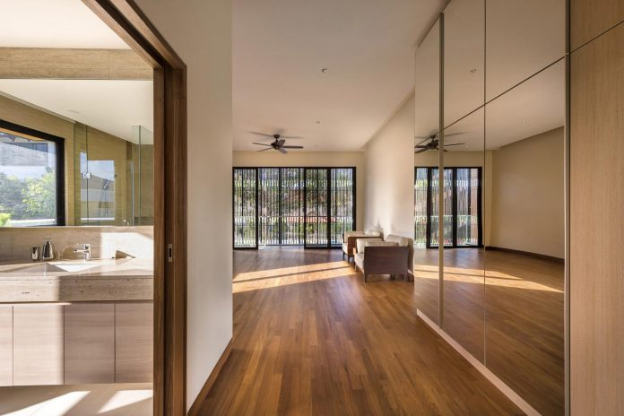 two-story-house-screens-singapore-adx-architects-07