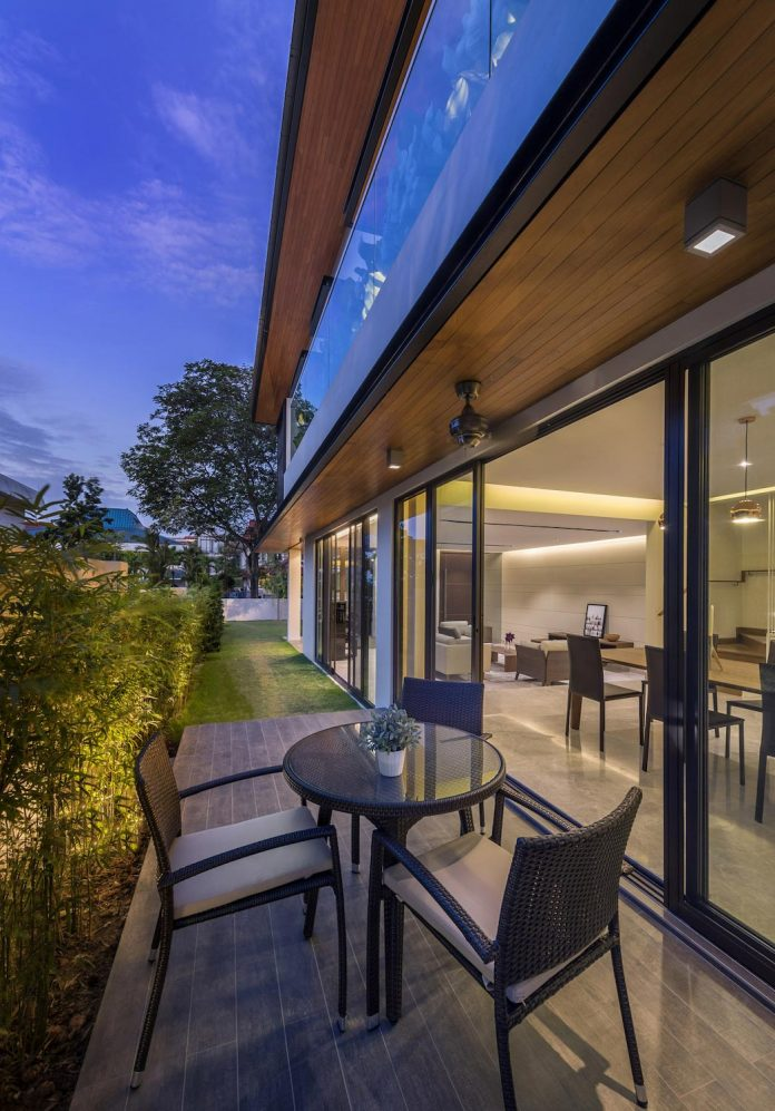 two-story-house-screens-singapore-adx-architects-09
