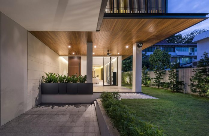 two-story-house-screens-singapore-adx-architects-10