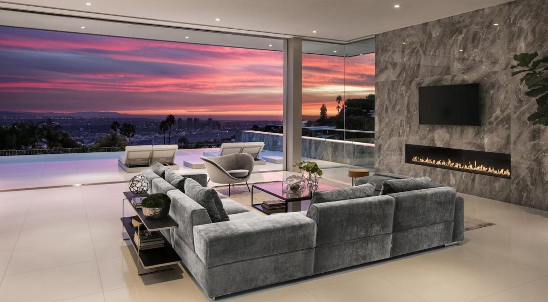 Ultramodern luxury Doheny Residence with killer views over Los Angeles by McClean Design