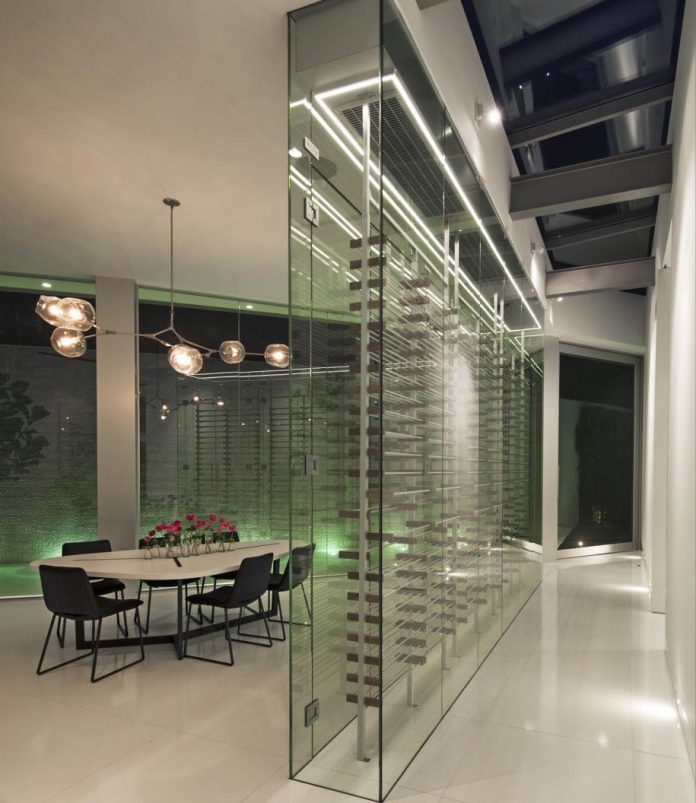 ultramodern-luxury-doheny-residence-with-killer-views-over-los-angeles-mcclean-design-10