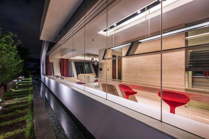ultramodern-mistral-villa-singapore-designed-mercurio-design-lab-24