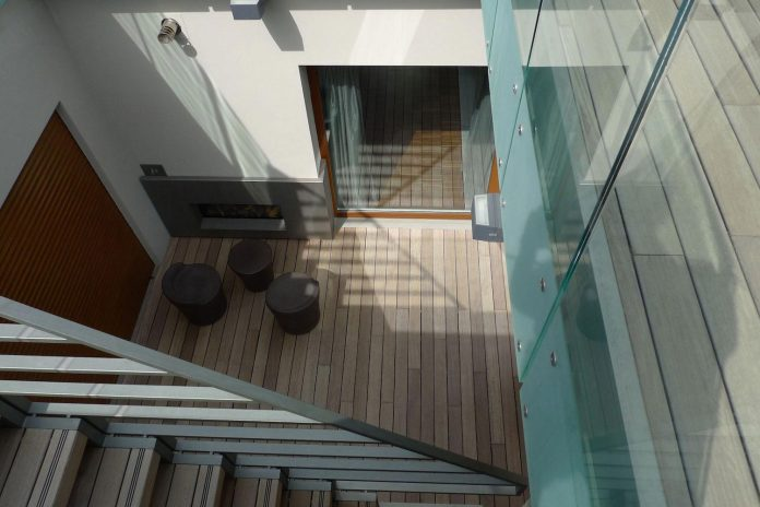 unconventional-vertical-home-open-sky-westway-architects-02