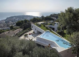 Villa La Madone in the southern of France by 2CM & Ceschia e Mentil Architetti Associati