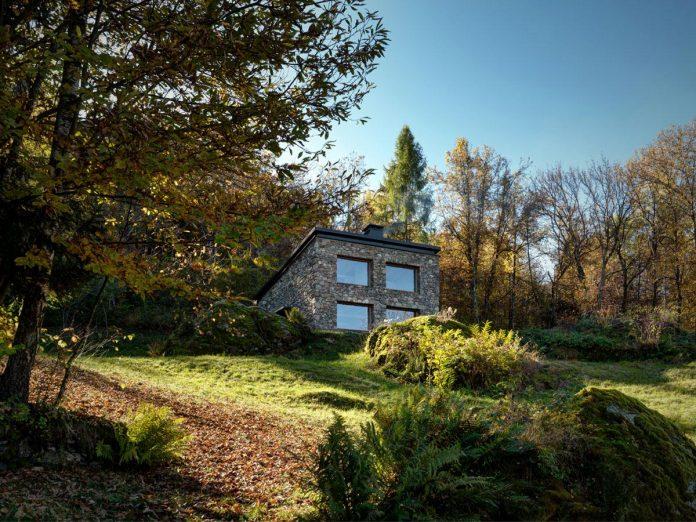 villa-vi-located-surroundings-sondrio-orobie-alps-3280-ft-sea-level-alfredo-vanotti-01