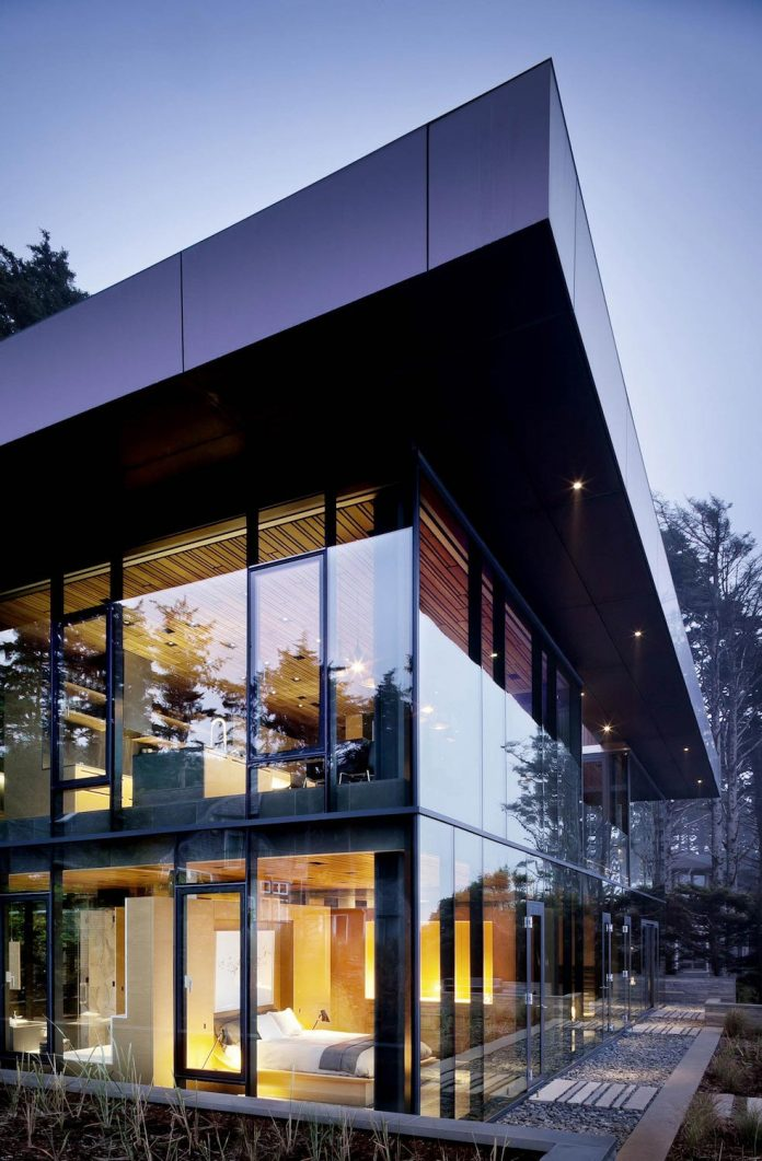 360-house-perched-beach-edge-tree-line-bora-architects-03
