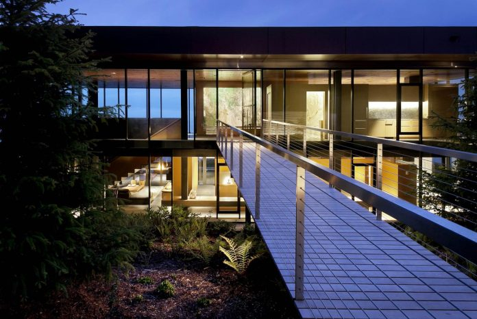 360-house-perched-beach-edge-tree-line-bora-architects-06