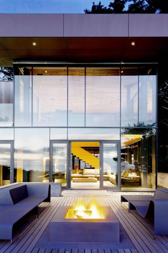 360-house-perched-beach-edge-tree-line-bora-architects-09