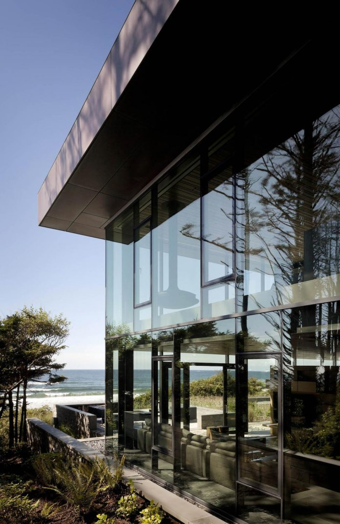 360-house-perched-beach-edge-tree-line-bora-architects-10