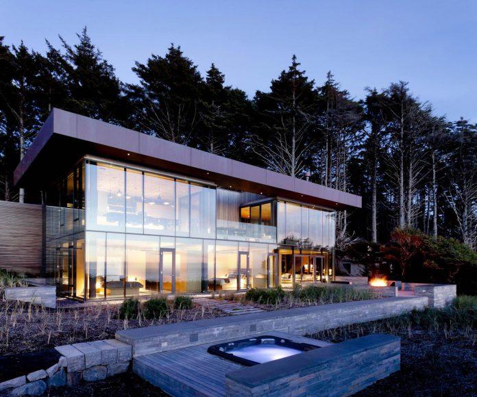 360-house-perched-beach-edge-tree-line-bora-architects-11