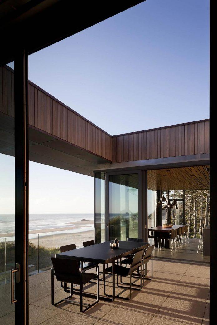 360-house-perched-beach-edge-tree-line-bora-architects-15