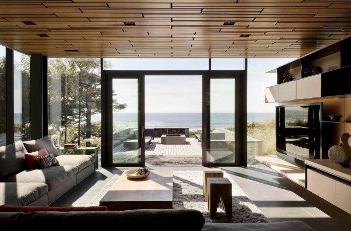 360-house-perched-beach-edge-tree-line-bora-architects-17
