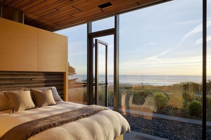 360-house-perched-beach-edge-tree-line-bora-architects-19