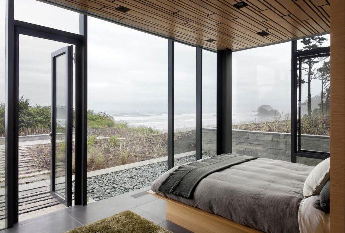 360-house-perched-beach-edge-tree-line-bora-architects-23