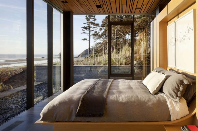 360-house-perched-beach-edge-tree-line-bora-architects-24